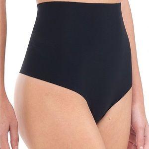 Commando classic tummy control small black thong